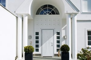 Двери входные металлические белые