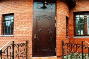 двери металлические для загородного дома