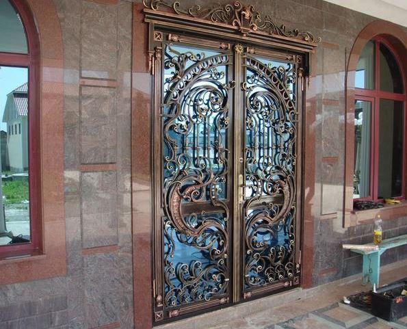 входные металлические двери с ковкой и стеклом