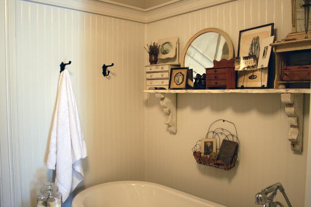 Ванная комната отделана деревом