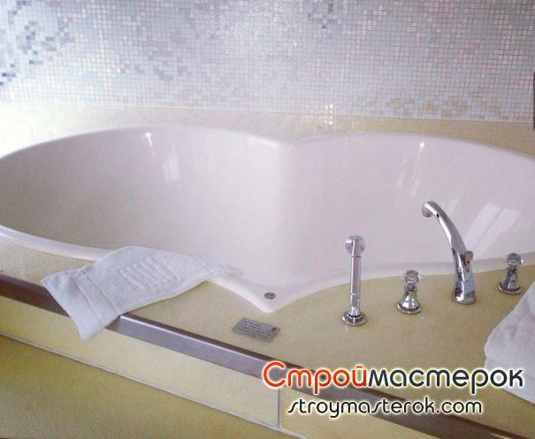 Гидромассажная ванна в форме сердца