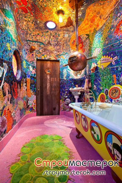 Ванная комната выложена битой плиткой