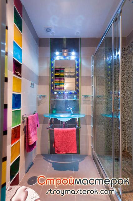 Стеклянная раковина в ванной