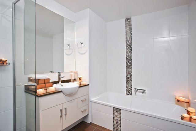Варианты оформления белой ванной