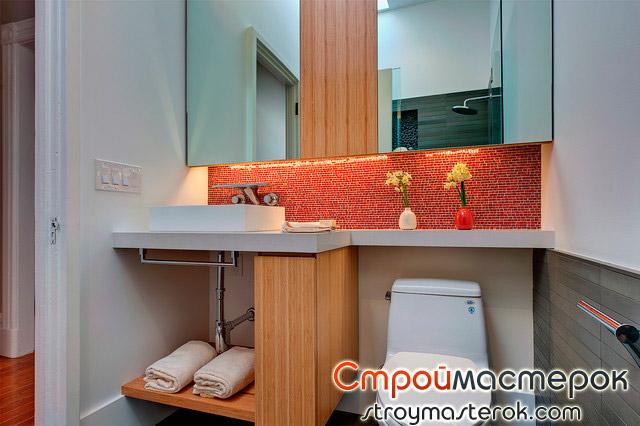 Шкаф зеркало в маленькой ванной комнате