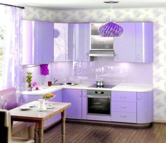 Кухня 8 кв. м фиолетового цвета