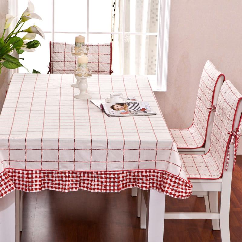 Оформление стола и стульев на кухне