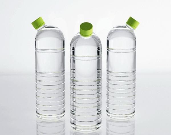 Пластиковые бутылки с крышкой в боку