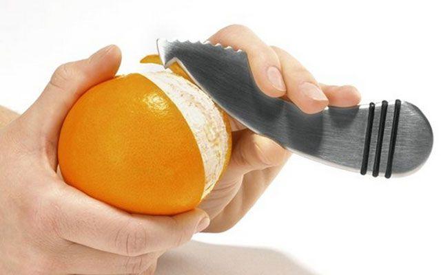 Удобный инструмент для чистки апельсин