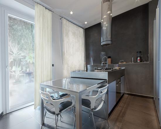 Кухонный стол для маленькой кухни
