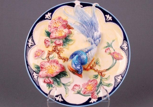 Декоративная тарелка на стену птичка в вишневом цвету
