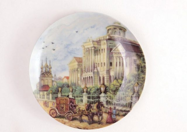 Декоративная тарелка на стену город