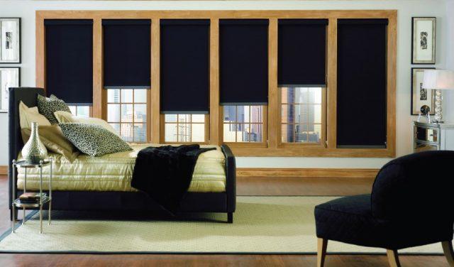 Рулонные шторы блэкаут в спальне