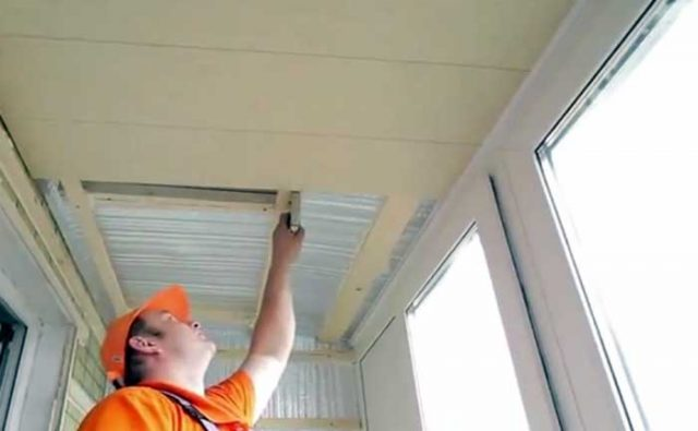 Как сделать потолок на лоджии