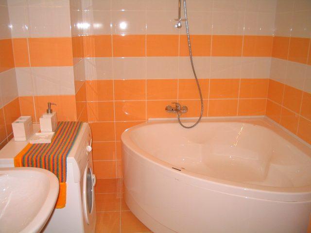Оpанжевый цвет ваннои комнаты