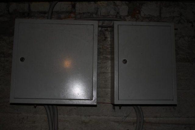 Установка щитка в подвале