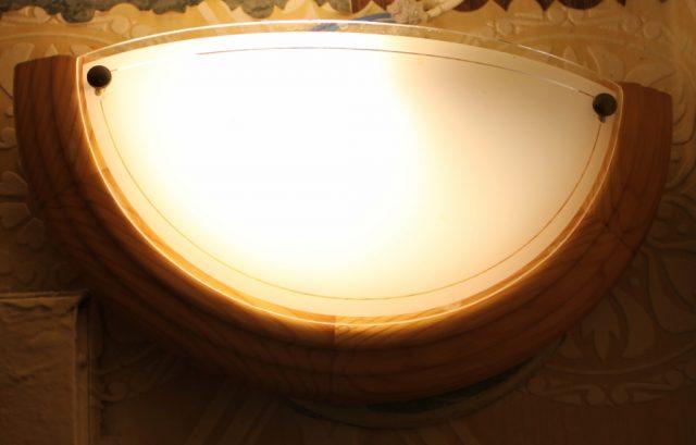 Otkrytyj svetil'nik dlja lamp nakalivanija