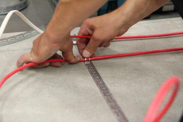 кабельный теплый пол в стяжку